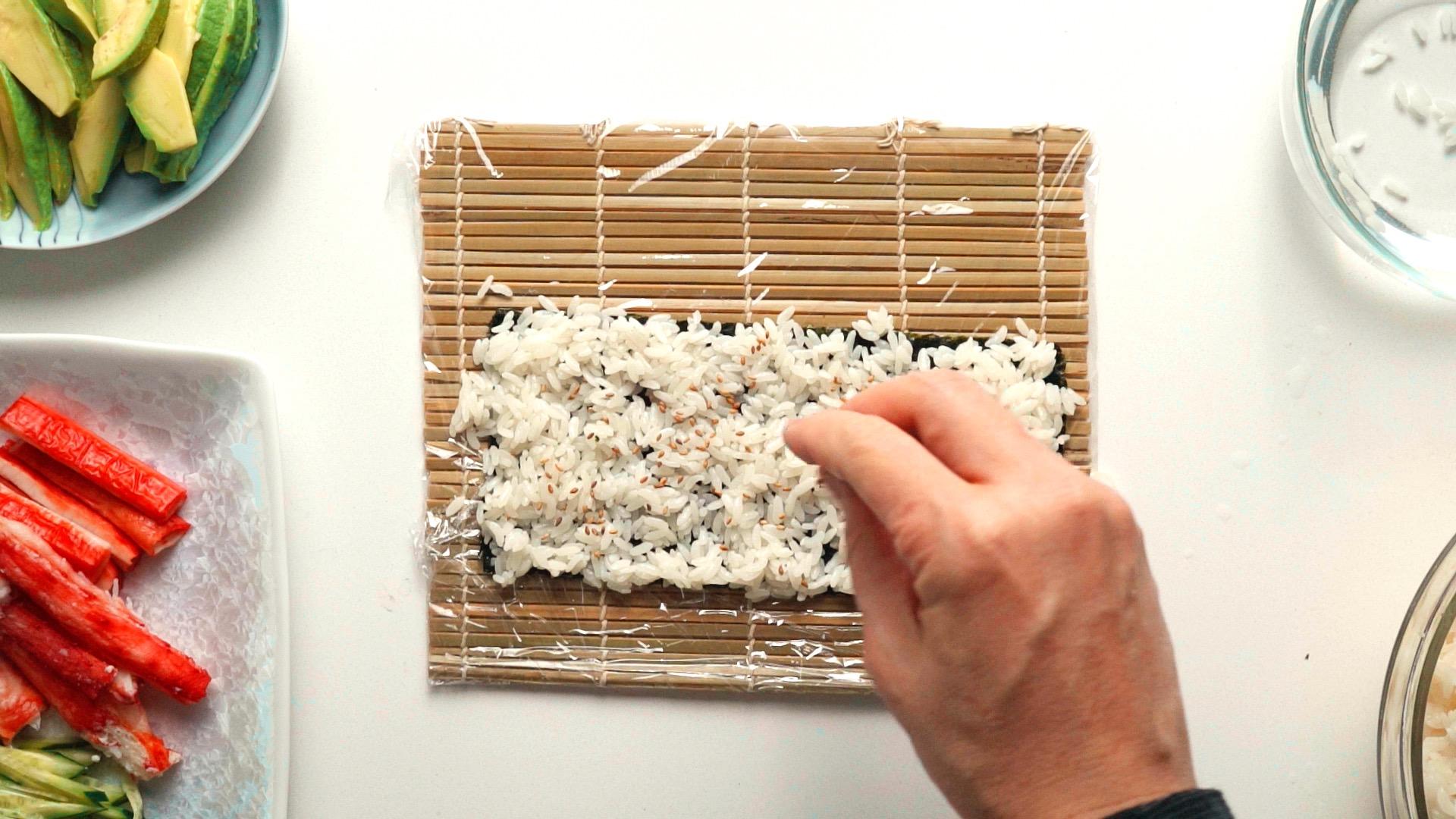 Sprinkle sesame seeds onto the rice.