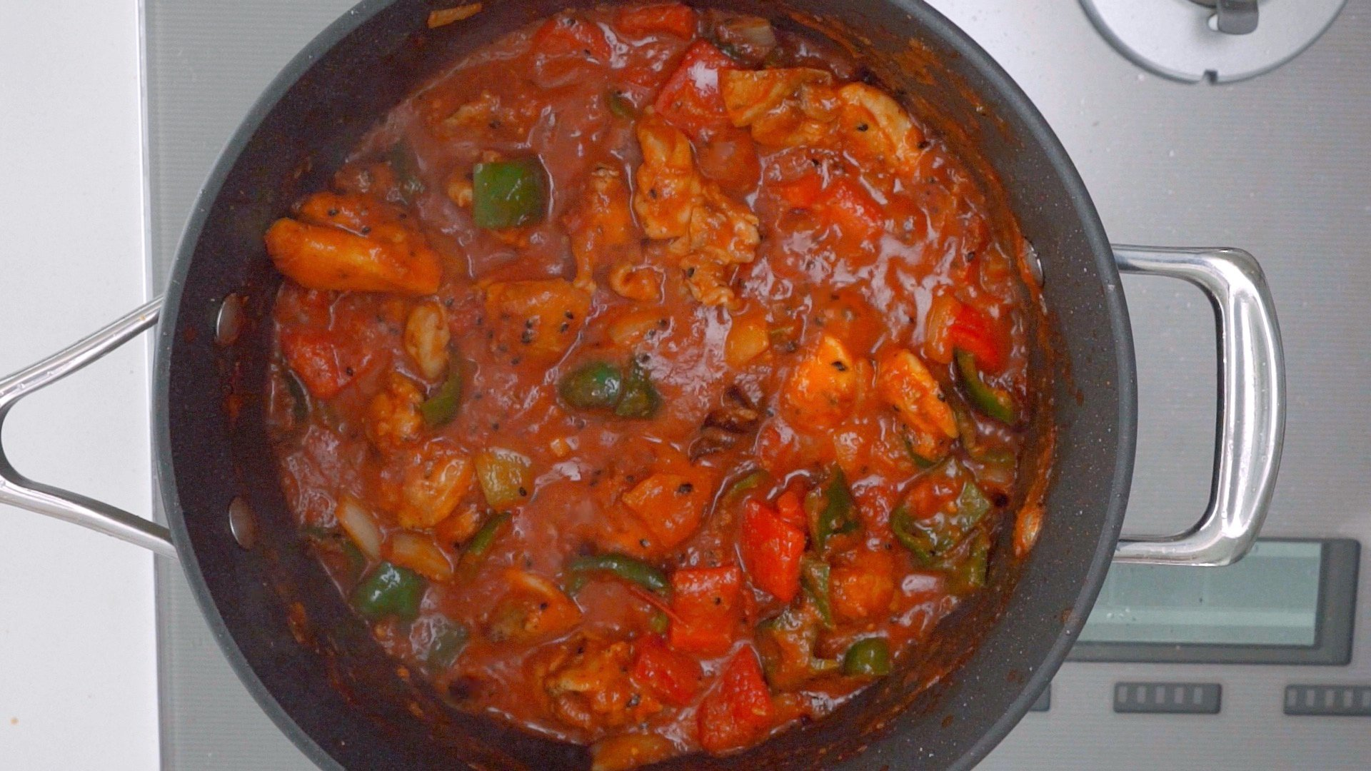 Indian-Chinese Chicken Jalfrezi simmering.