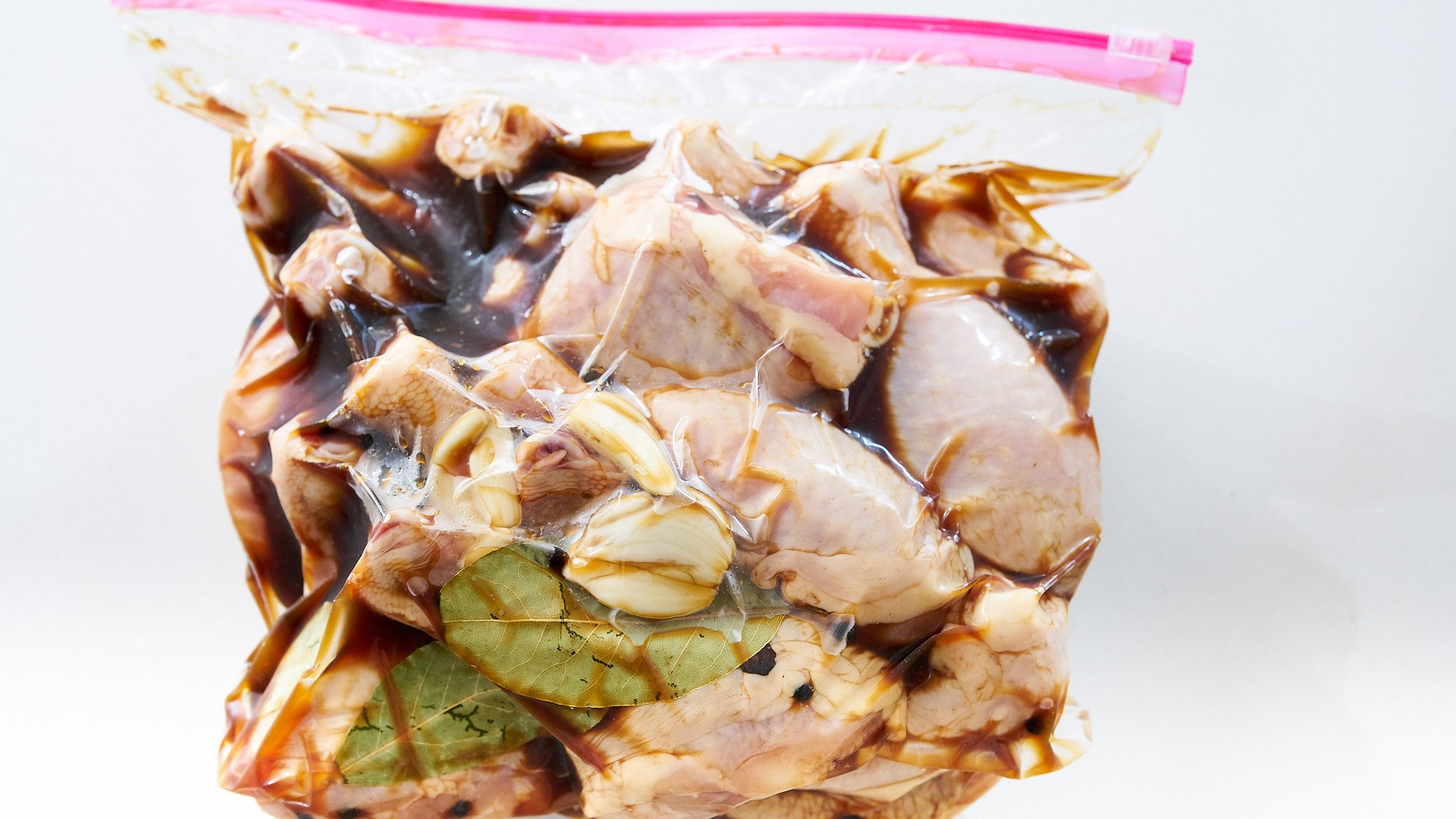 Marinate the chicken in soy sauce, vinegar, garlic, bay leaves, black pepper and coconut sugar overnight.