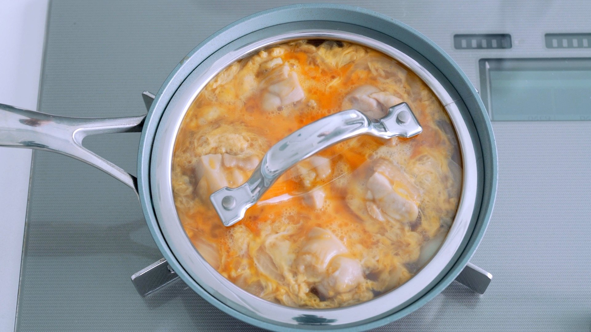 Cover the Oyakodon with a lid to cook the egg through.