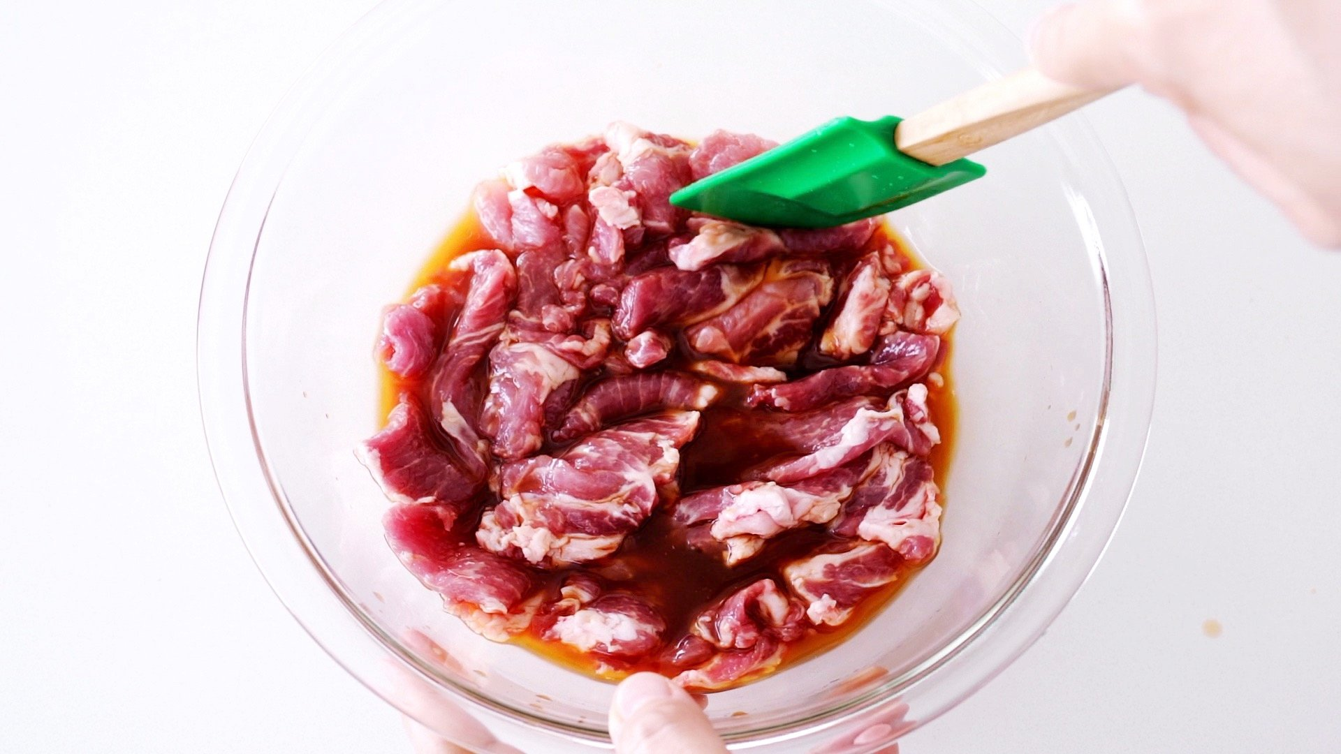 Marinating thin slices of pork shoulder in a shogayaki sauce to make ginger pork.