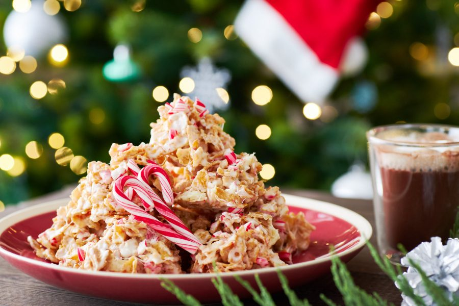 This Crispy Peppermint Bark is what happens when cornflake cookies and peppermint bark collides. Loaded with white chocolate, crushed candy canes, and cornflakes, this Christmas treat is irresistibly tasty.
