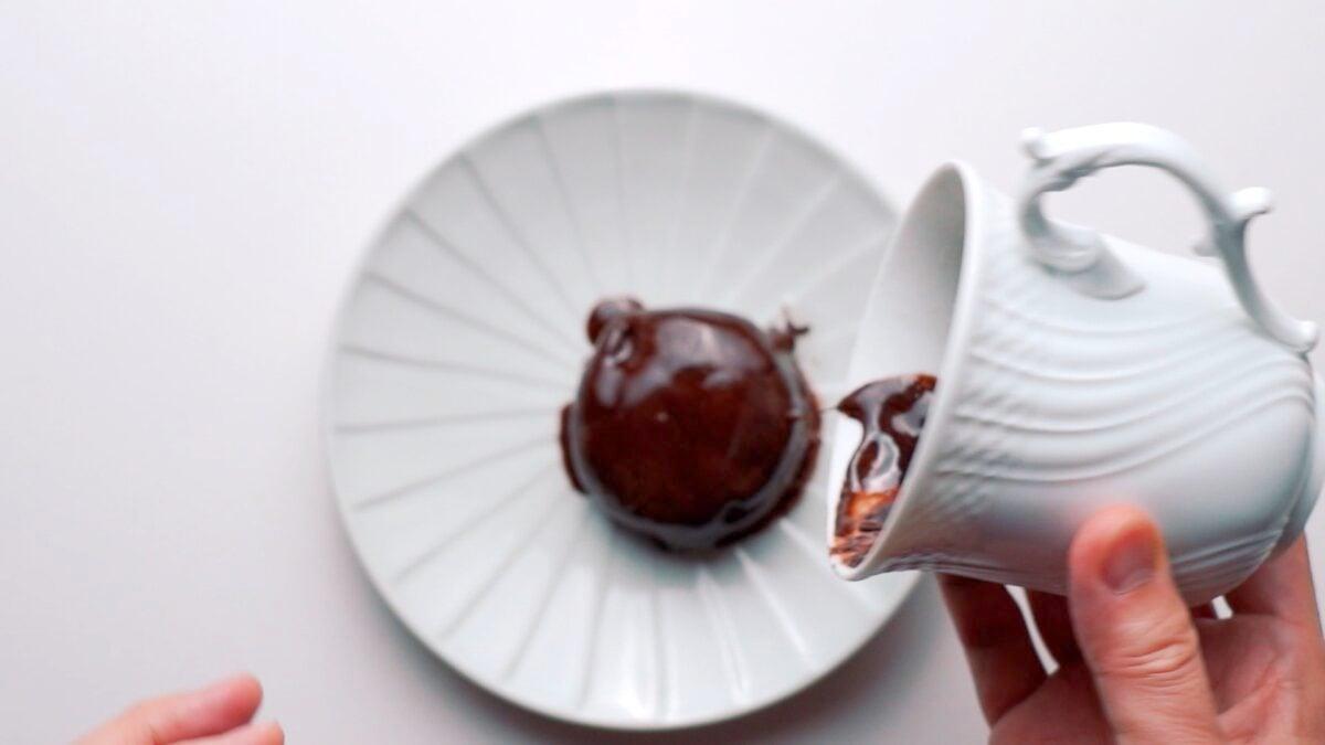 Unmolding molten chocolate cake onto a plate.