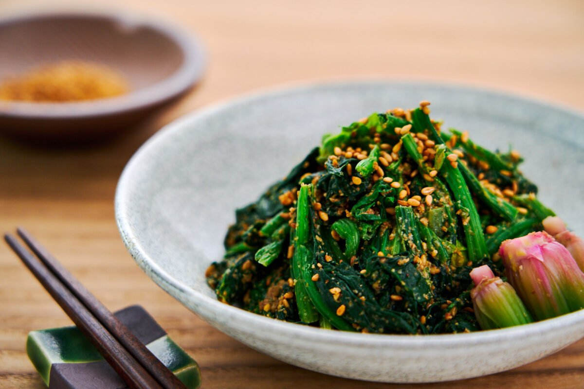 With blanched spinach tossed with a nutty Japanese sesame sauce, this easy side dish comes together from just 4 ingredients.
