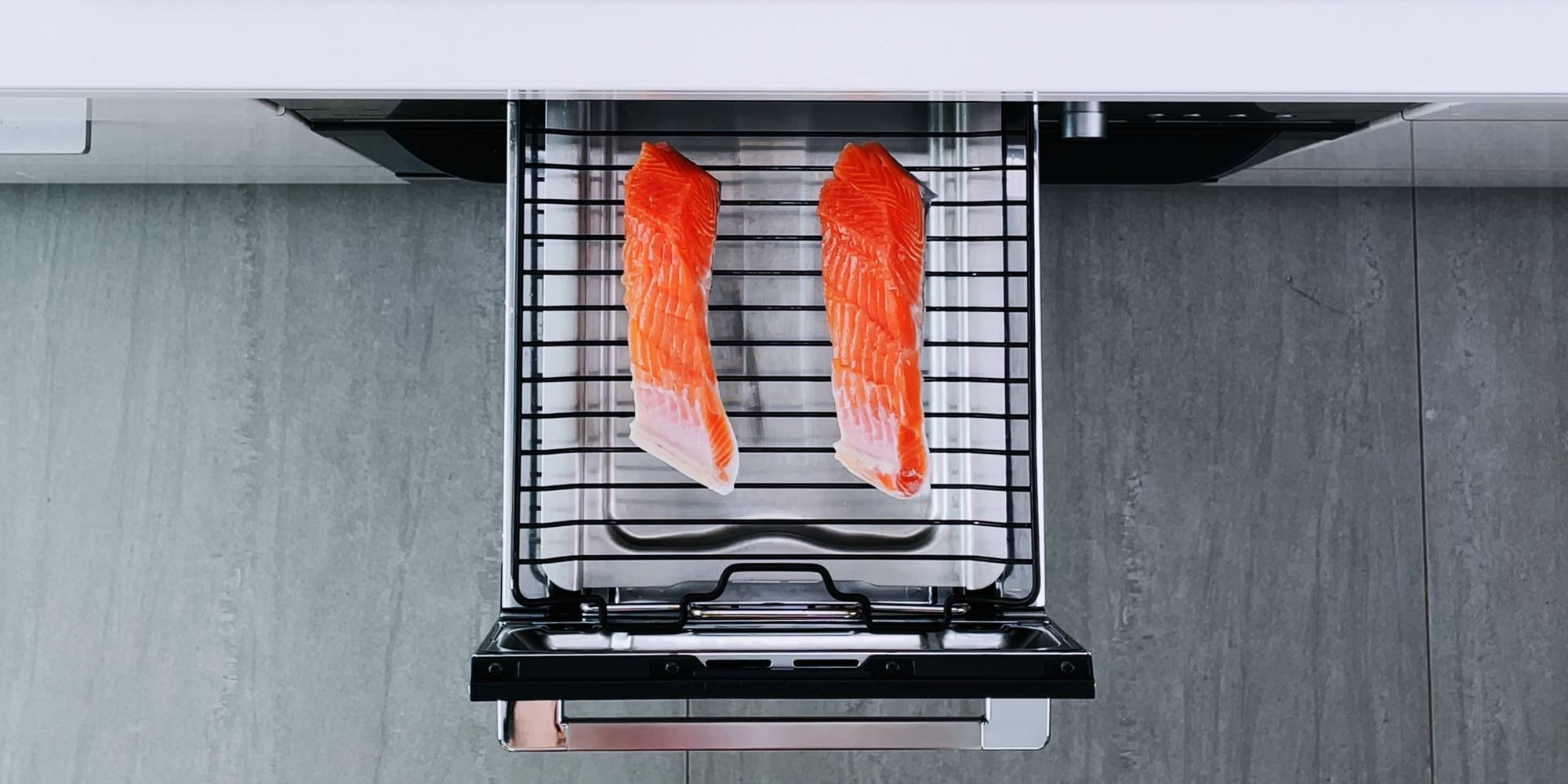 Grilling salted salmon.